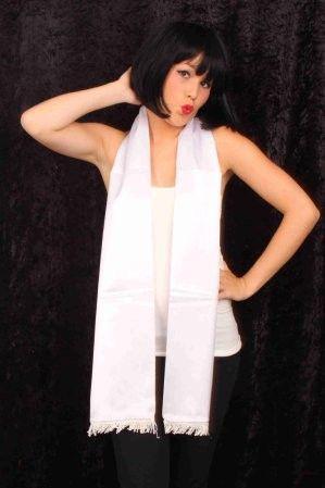 Sjaal van wit satijn 180cm