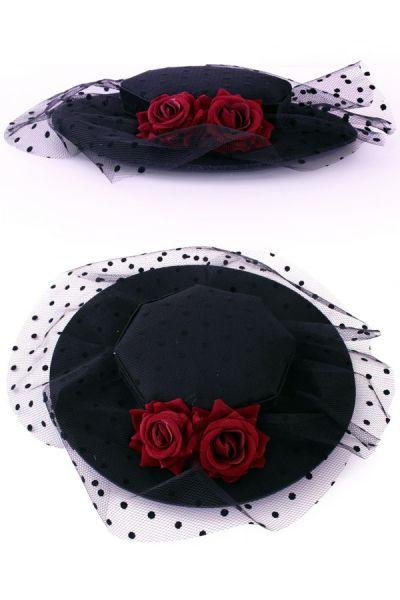 Hoed plat model op speldjes met rozen en bolletjes gaas