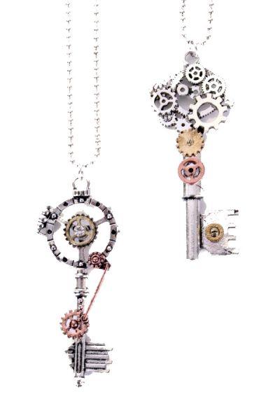 2 Steampunk kettingen met sleutels