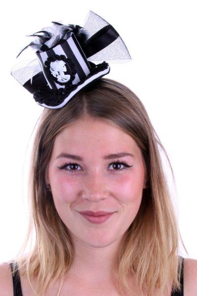 Mini hoedje zwart wit met tule veren en camee