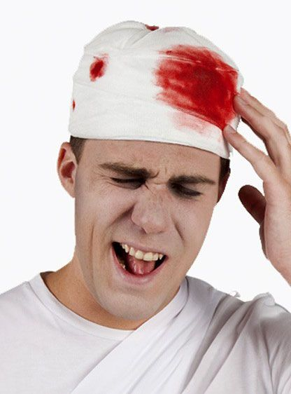 Muts met bloederige bandage